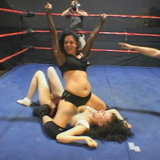 CAT FIGHT WRESTLING: Furiose Frauenzimmer in leeren Lagerhallen