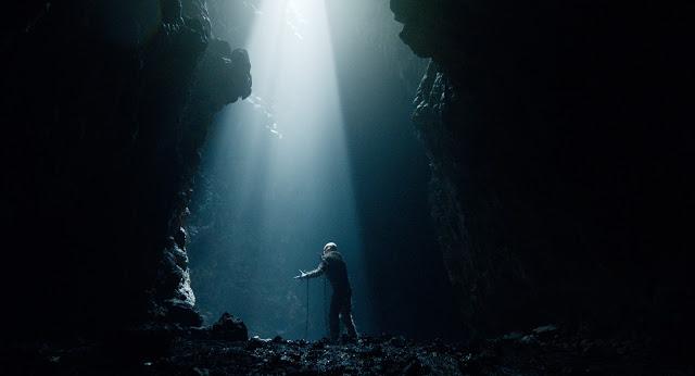 Der Dämon in seiner Höhle