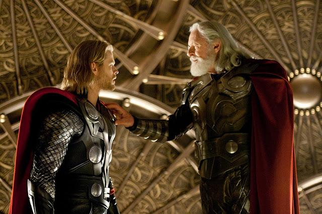 Vater und Sohn: Odin (Anthony Hopkins) und Thor (Chris Hemsworth).